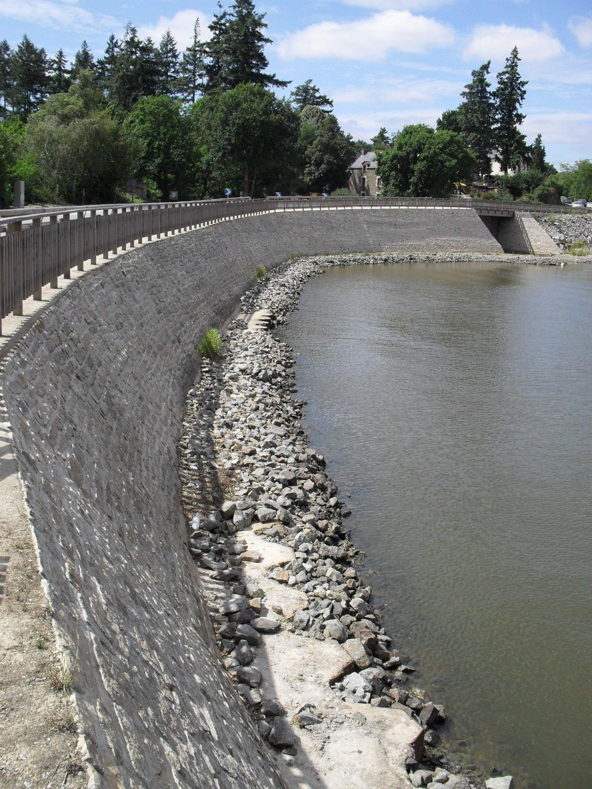 Barrage du lac au Duc